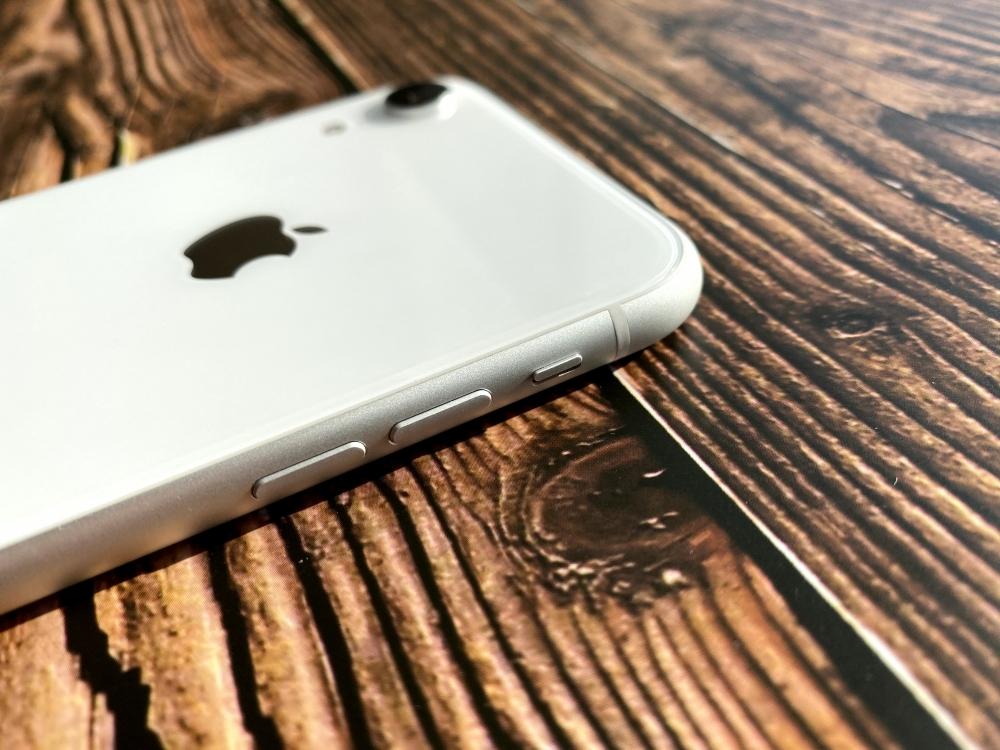 iPhone XRの音量ボタンとサイレントボタン